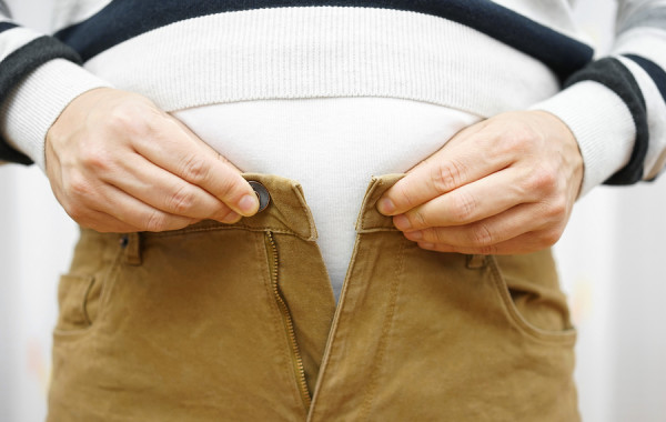Man Is Unable To Close His Pants Because Of Gaining Weight